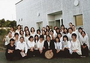 年齢・性別・経験も異なるメンバーたちが月に2回集まり、楽しく練習をしている。