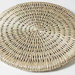 い草を丁寧に編み込んだ琉球円座をプレゼント