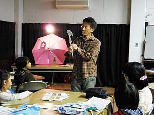 影絵芝居の講師・晴琉屋フンさん