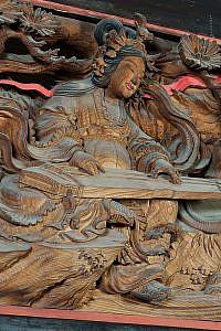 円蔵院の欄間「玉巵弾琴」